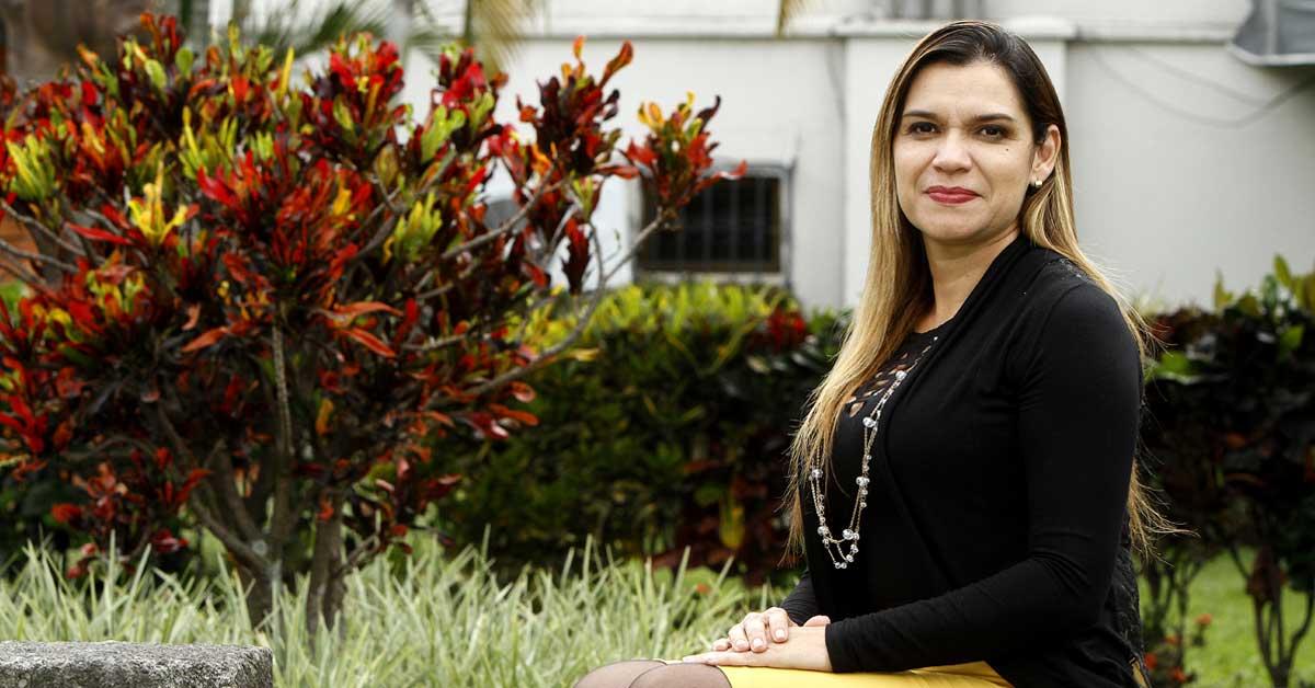 """Karla Prendas: """"Partidos manchados de cemento les interesa el silencio"""""""