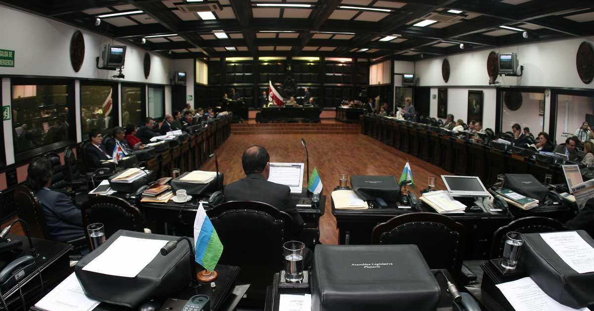 Presidente de la Asamblea pide a diputados regresar el lunes