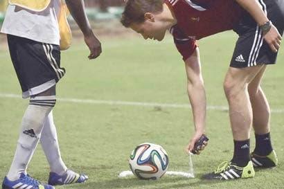 Utilizar espray de espuma le podría costar $15 mil por partido a FIFA