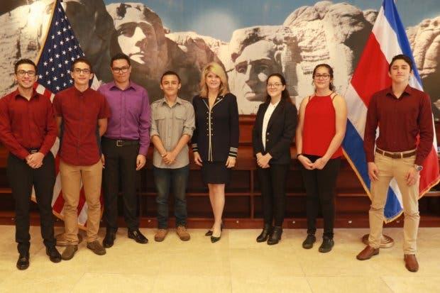 Crusa becó cinco jóvenes para estudiar en Estados Unidos