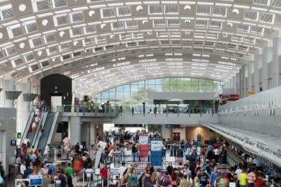 Aeris recomienda mejoras en sistema migratorio de entradas y salidas del país