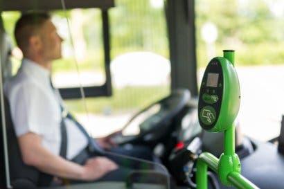 Firman compromiso para implementar sistema nacional de pago electrónico en transporte público