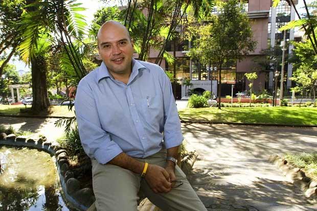 Edgardo Araya también pide espacio en debate de Canal 7