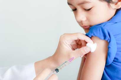 Vacunación es primordial durante regreso a clases