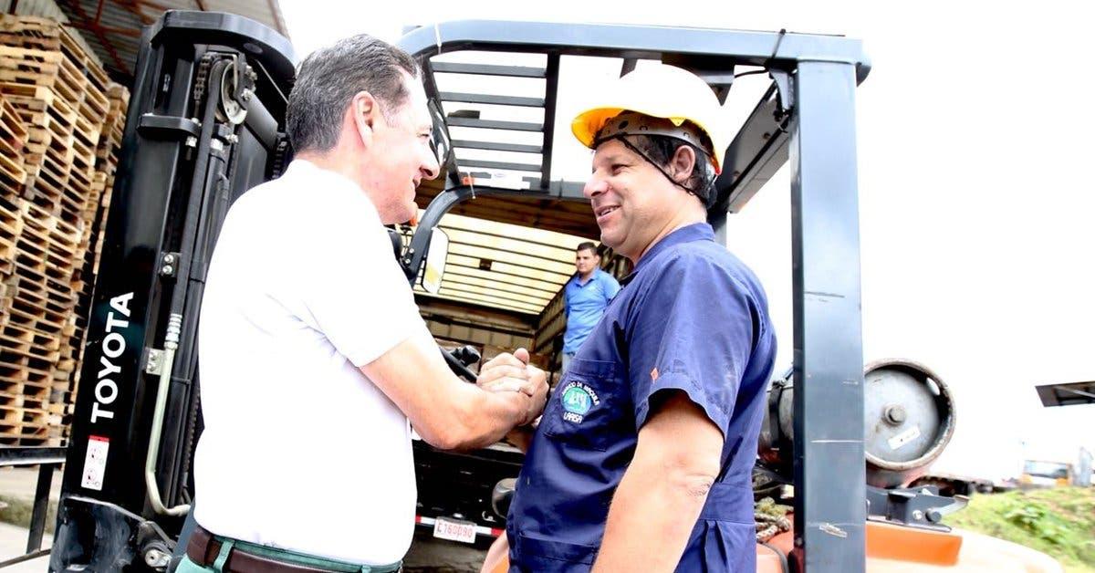 Álvarez promete a cartagineses tren eléctrico de Paraíso a Ciruelas