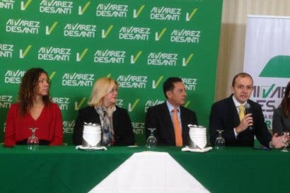 Álvarez promete dejar lista primera parte del tren eléctrico