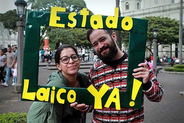 Ciudadanos marchan por un estado laico