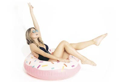 Lili Pink lanzó línea de trajes de baño