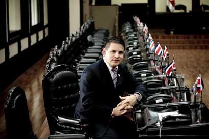 Fabricio Alvarado dice que no ocasionó caída de bonos