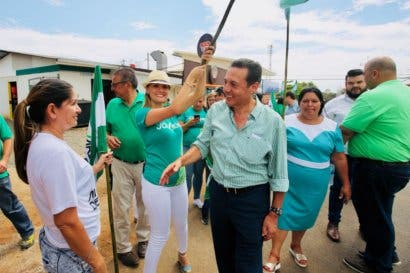 Álvarez despolariza de elecciones a sus contrincantes