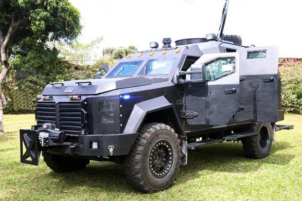Estados Unidos dona tres vehículos blindados al país para combatir el crimen
