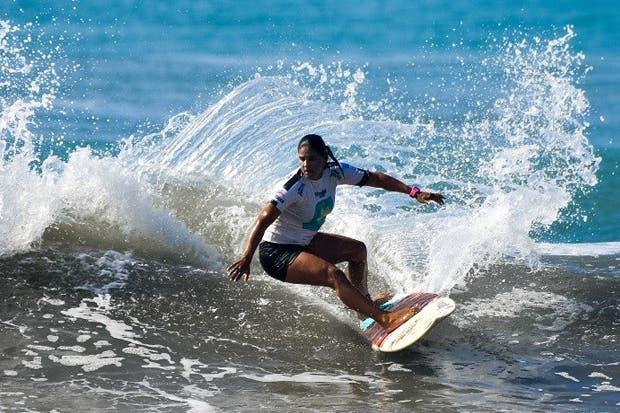 Lisbeth Vindas y Leon Glatzer fueron los líderes de la primera fecha del surf costarricense