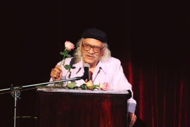 """Escritor de """"La Isla de los Hombres Solos"""" recibe Premio Nacional de Cultura Magón"""