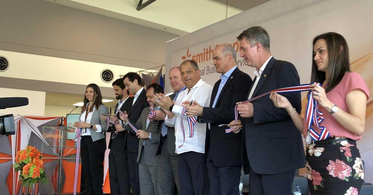 Compañía de equipos médicos abre 150 empleos tras inaugurar instalaciones