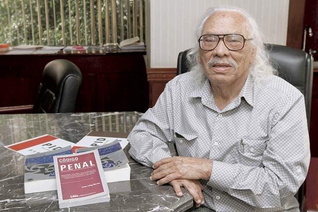 Un león de 90 años quiere llegar al Congreso