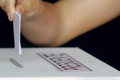 Niños pueden votar en centros comerciales
