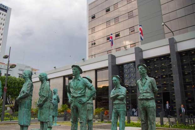 Codirector del Banco Central de Colombia ve crecimiento 2018 bajo previsión oficial