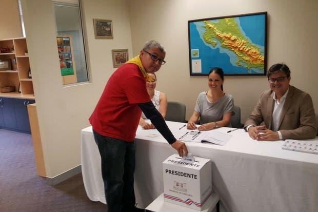 ¡Iniciaron elecciones! Ticos en Australia emitieron primeros votos