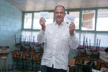 Luis Guillermo Solís considera que dejó el país mejor de como lo recibió
