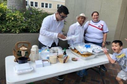 Con café y empanadas, ticos celebran elecciones en Estados Unidos