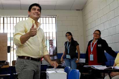 """Carlos Alvarado: """"Ya no se vota por una bandera"""""""