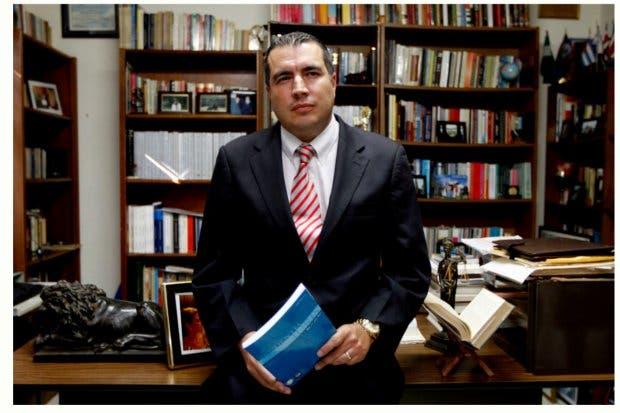 Fernando Zamora no renunciará a secretaría del PLN