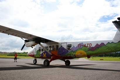 ¿Cuál es la estrategia de Nature Air al reinicio de sus operaciones?