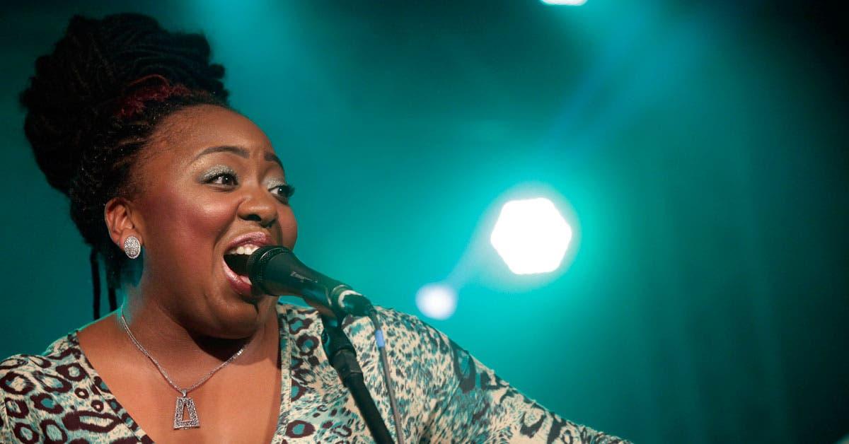 Cantante de blues Annika Chambers se presenta hoy