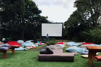Cine gratuito al aire libre lo espera este mes en Los Yoses