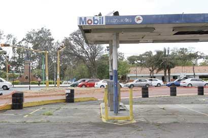 Gasolinera abandonada recibe a turistas en Paseo Colón