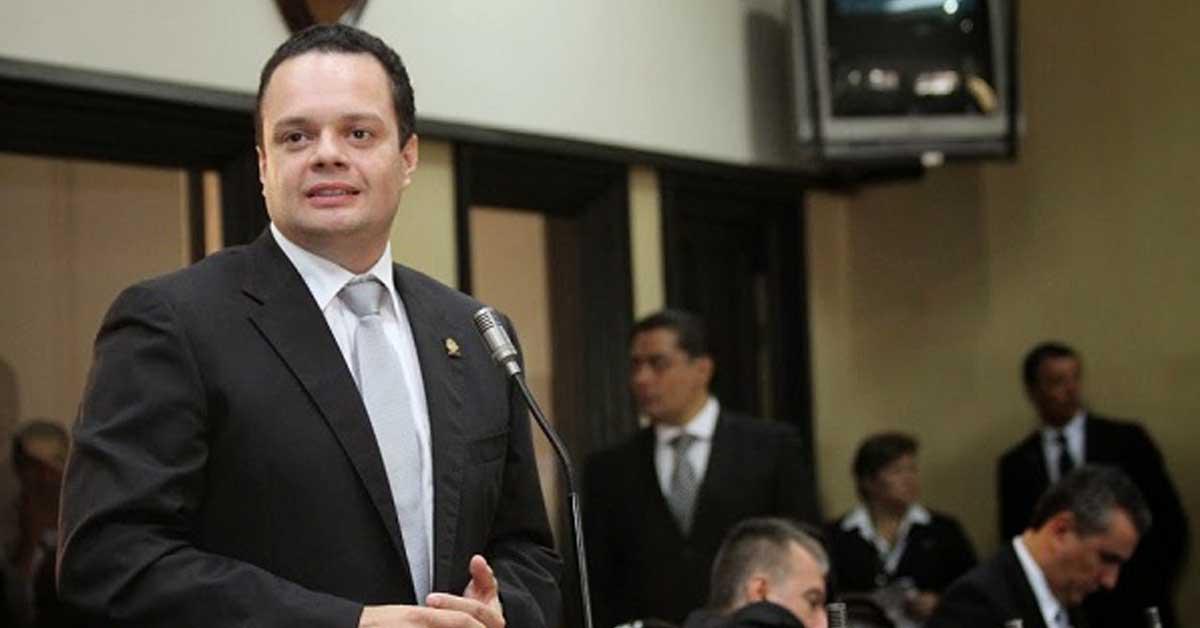Presidente de la Asamblea respalda a Fabricio Alvarado