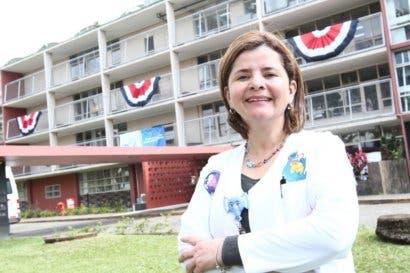 María Luisa Ávila votará por Carlos Alvarado