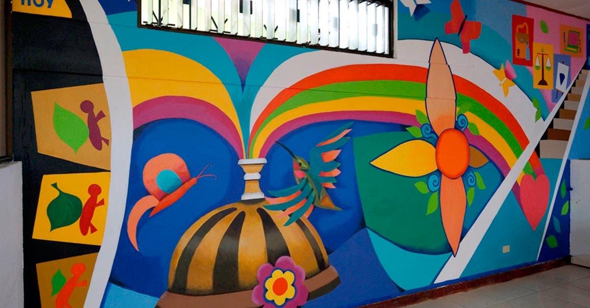 Arte embellece paredes de El Buen Pastor