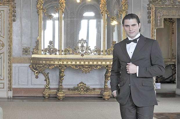 Disfrute una velada romántica con Joaquín Yglesias