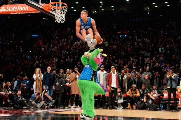 El talento de la NBA brilla en Los Ángeles