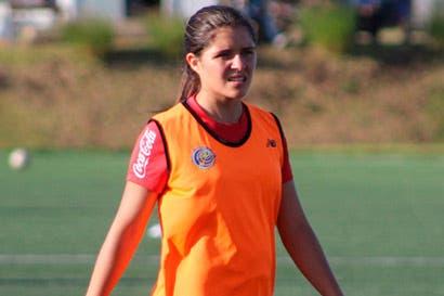 Tica viaja 70 kilómetros para entrenar con la Selección Femenina