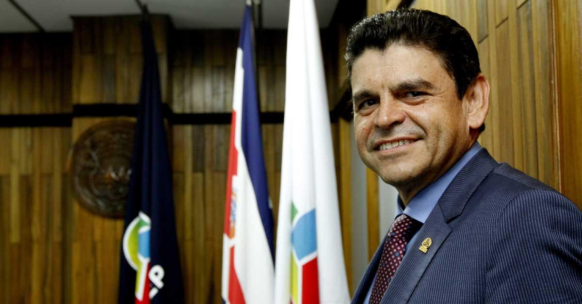 Expresidente de Uccaep entre asesores económicos de Fabricio Alvarado