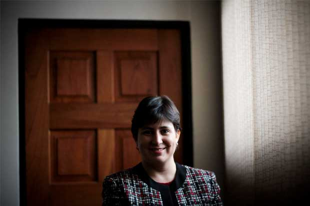 Renuncia Montserrat Solano, defensora de los habitantes