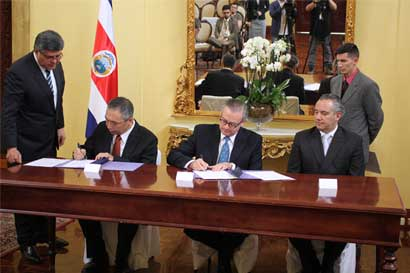 Japón y Costa Rica firman acuerdo para donación de equipo médico