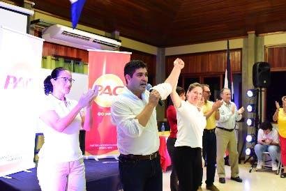 """Carlos Alvarado: """"Me comprometo dignificar al educador costarricense"""""""