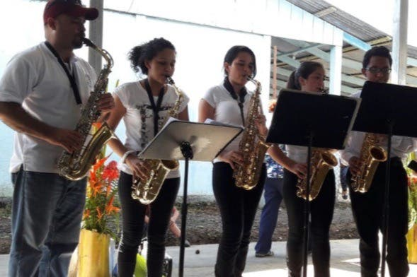 """Campaña """"La Música Nos Une"""" tiende lazos entre familias a través de la música"""