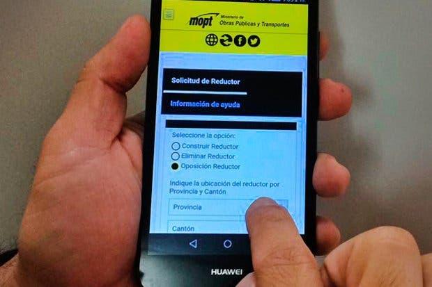 Ticos aprovechan sistema en línea para trámites sobre reductores de velocidad