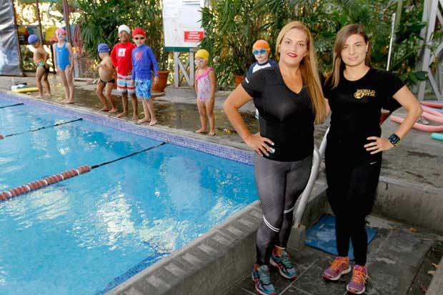 Gimnasio en Costa Rica fomenta el ejercicio con clases de natación inclusivas