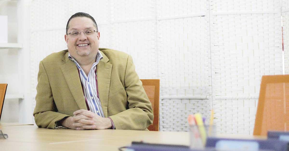 Emprendedor utiliza novedoso método para mejorar la educación nacional