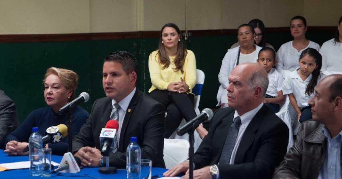 Fabricio Alvarado presentó a dos exministros de Seguridad como parte de su equipo