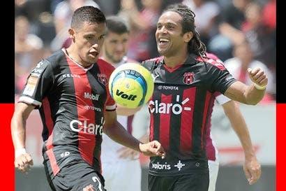 Jonathan McDonald y Róger Rojas anotaron más goles que ocho equipos de Primera
