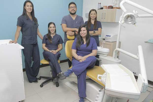 Jóvenes odontólogos llevan tratamientos a zonas alejadas