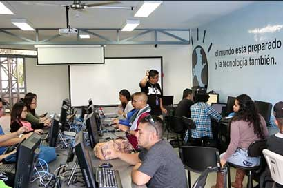 Ucenfotec ofrece 100 becas completas para carreras de tecnología