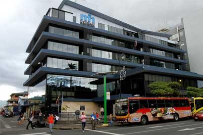Standard & Poor's mantiene calificación de Costa Rica pero advierte sobre déficit fiscal