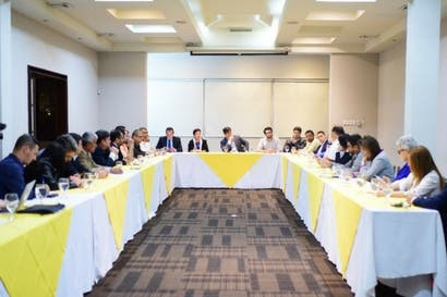 Carlos Alvarado se reunió con alcaldes